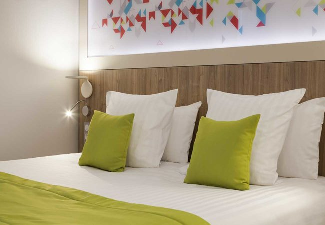 Chambre_3_Hotel_comfort_figeac_le_drauzou_chambre_trois_etoiles_piscine_jacuzzi_restaurant_bar_terrasse_seminaires_parking_jardin_jeux_slider