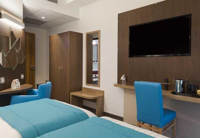 Chambre_4_Hotel_comfort_figeac_le_drauzou_chambre_trois_etoiles_piscine_jacuzzi_restaurant_bar_terrasse_seminaires_parking_jardin_jeux_slider