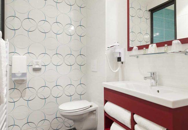 Chambre_5_Hotel_comfort_figeac_le_drauzou_chambre_trois_etoiles_piscine_jacuzzi_restaurant_bar_terrasse_seminaires_parking_jardin_jeux_slider
