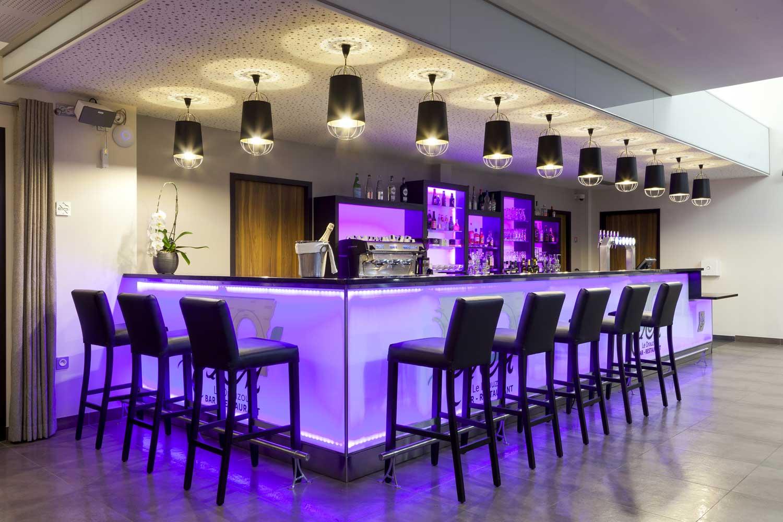 Restaurant_1_Hotel_comfort_figeac_le_drauzou_chambre_trois_etoiles_piscine_jacuzzi_restaurant_bar_terrasse_seminaires_parking_jardin_jeux_slider